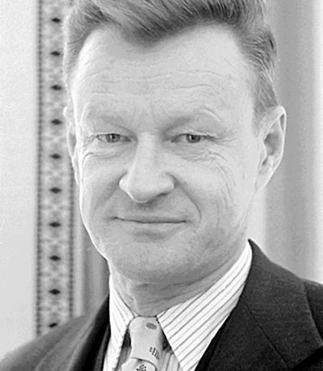 Zbigniew_Brzezinski,_1977 (1)